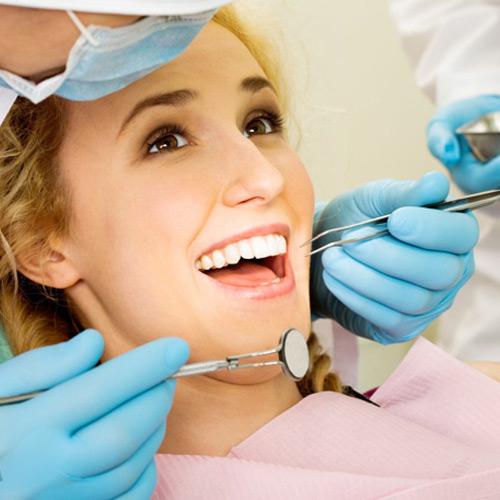 Chi phí làm răng sứ titan hợp lí