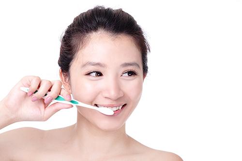 Cách chăm sóc cầu răng như thế nào để duy trì bền lâu 2