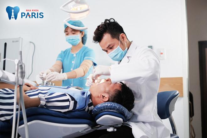 Nha sĩ tại nha khoa Paris thực hiện bọc răng sứ Nano 5S