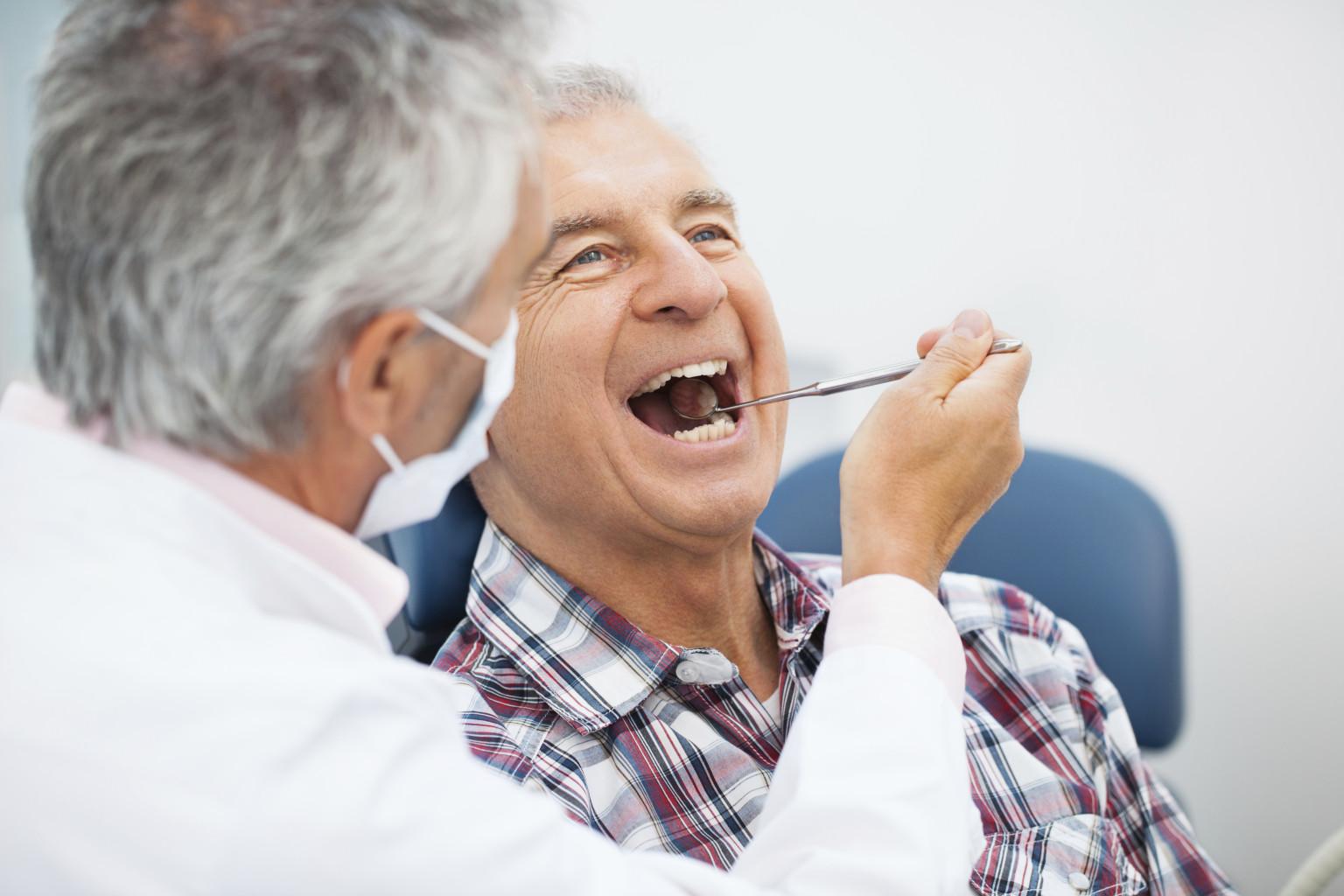 Khô miệng ở người già - Nguyên nhân & Cách điều trị AN TOÀN 1