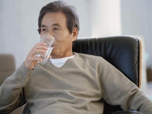 Khô miệng ở người già - Nguyên nhân & Cách điều trị AN TOÀN 2