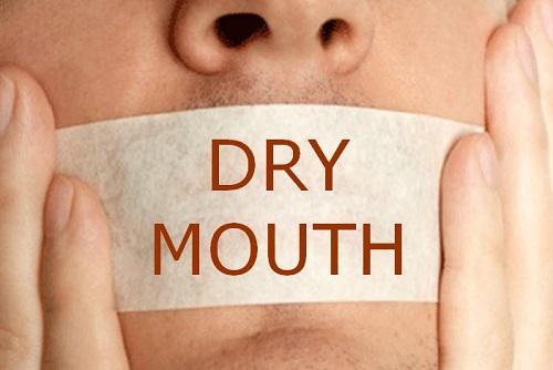 Khô miệng khát nước là bệnh gì