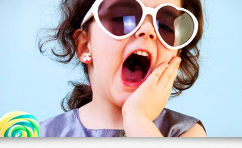 trẻ bị mẻ răng sữa 1