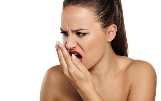 Nguyên nhân và cách khắc phục bọc răng sứ gây hôi miệng 1