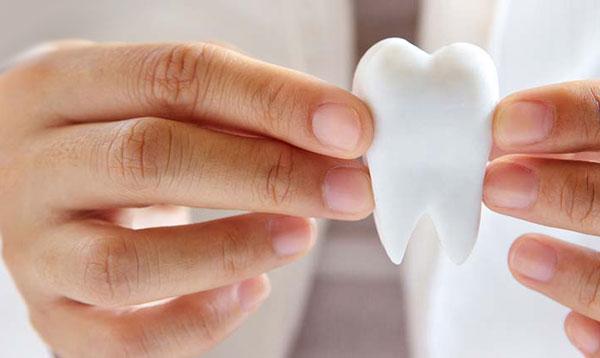 Bọc răng sứ là một trong những cách khắc phục nhức răng